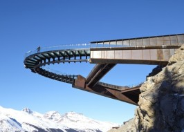 Stunning Cliff-Hanging Skywalk Gives Visitors Views of Canada's Glaciers