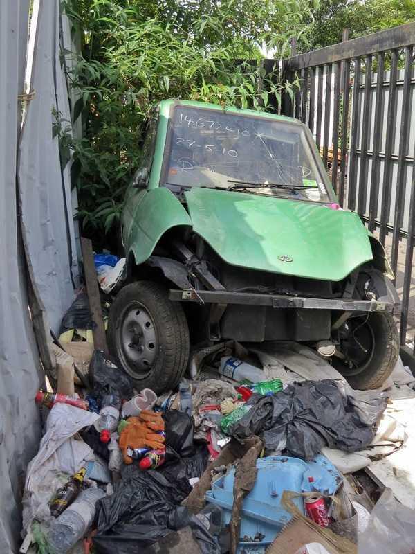 abandoned-electric-car-london