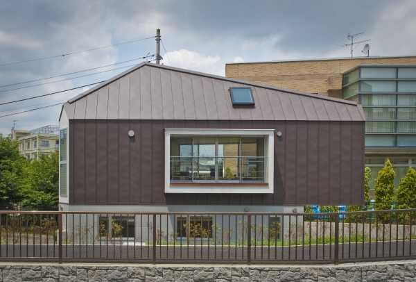 narrow-house-outside-1