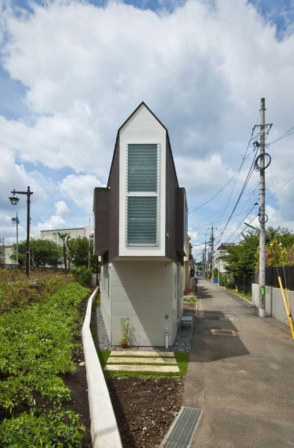 narrow-house-outside-2