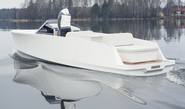 Quite Quiet: Q30 Zero-Emissions Electric Motorboat