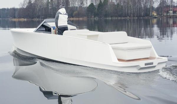 Quite Quiet: Q30 Zero-Emissions Electric Motorboat